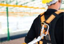 Jak ważna jest asekuracja na dachu podczas prac remontowych
